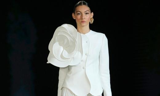 2020秋冬婚纱[Isabel Sanchis]巴塞罗那时装发布会